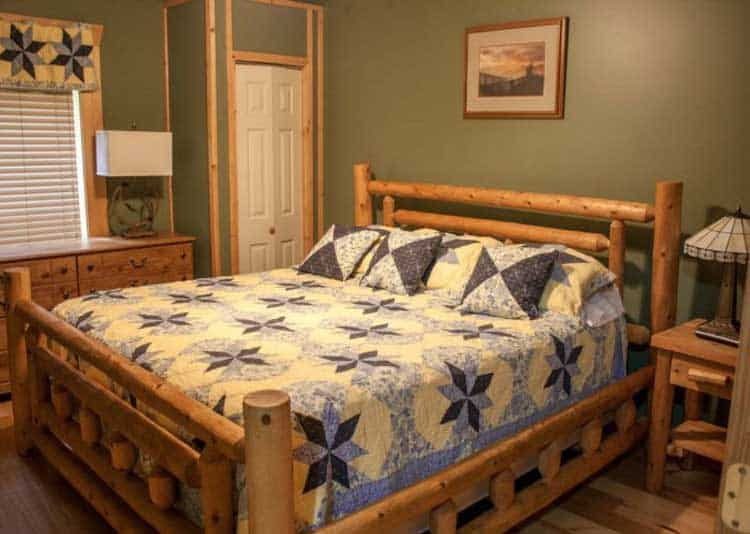 King bed in cozy one bedroom cabin in Gatlinburg Tn